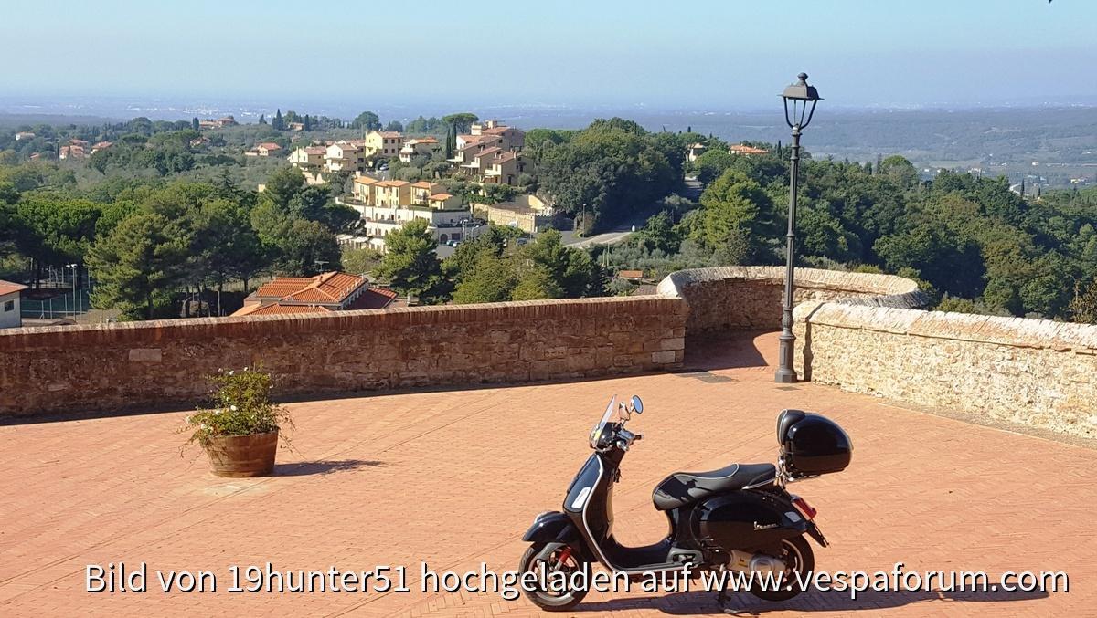 Montescudaio - Provinz Pisa - Toskana - Toscana - Vespa GTS 300