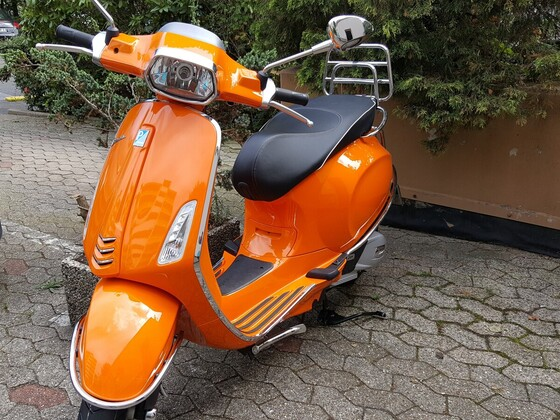 Vespa Sprint 125 orange