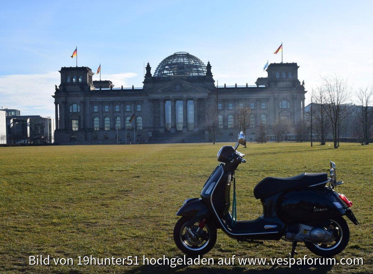 Berlin ist eine Reise wert... Reichstag - Vespa GTS 300